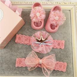 $enCountryForm.capitalKeyWord Australia - Super Cute Baby Girls Headbands Set Beautiful Newborn Headwear+Socks Gift Box Set Creative Baby Gift