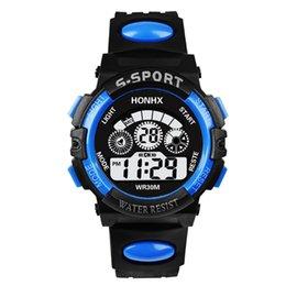 Электронные часы HONHX для студентов мужского и женского пола Светодиодные спортивные часы с ночным освещением 62 Тройные часы на Распродаже