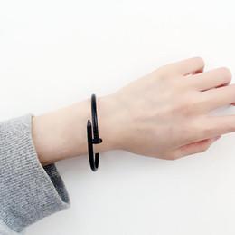 Ingrosso Il braccialetto del progettista dell'acciaio di titanio del braccialetto del progettista di lusso abbellisce i polsini e il braccialetto dell'uomo degli amanti di punk Trasporto libero