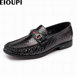$enCountryForm.capitalKeyWord Australia - EIOUPI new design top real snakeskin grain leather mens formal business shoe men dress breathable shoes e17167 #37015