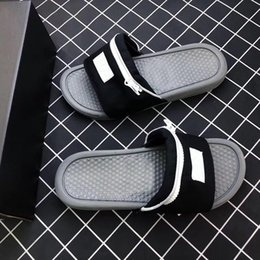 China 2019 Designer Nik Slide Sandal Slippers Zipper Bag Key Bottoms Beach Holiday For Men Women Flip Flops Striped Beach Causal Slipper supplier sandals men leather suppliers