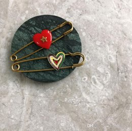 red indian oil NZ - 2019 new South Korea Dongdaemun fashion simple drop oil love red heart-shaped star brooch personality old retro brooch female