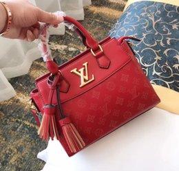 Cosmetic Bags Locks Australia - Women Messenger Bags Cosmetic Handbags Charm in hands Elegant Leather Women Handbag Big Women's Shoulder Bags Cross Lock Design Lady Tote