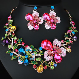 $enCountryForm.capitalKeyWord Australia - European and American Wedding Ornaments Bridal Set Chain Exaggerated Color Flowers Full Diamond Crystal Necklace Earrings Jewelry Set