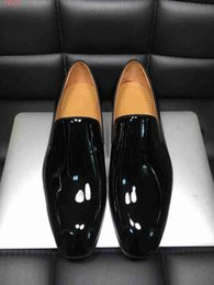 American Leather Shoes Australia - 2019 new European and american style Classic patent leather High-end custom Wedding dress shoes green and black