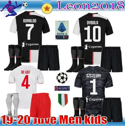 Kit enfants adultes maillot de football Juventus RONALDO 2019 19 20 MANDZUKIC DE LIGT maillot de football hommes jeunes ensemble DYBALA JUVE Camiseta de futbol en Solde
