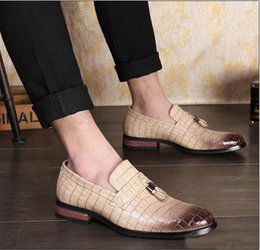 Pointed Style Shoes For Men Australia - Fashion Pointed Toe Business Loafers Italian Style Wedding Patent Leather Oxford Shoes Men Formal For Men Dress Shoes