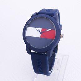 847b32ac Новый американский известный мода досуг спортивный бренд мужской и женской  резиновый ремешок Спортивные кварцевые наручные часы День святого Валентина