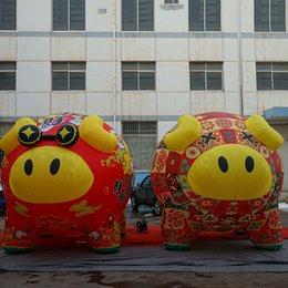China Vestir Mascote Porco Pelúcia - Porco em Tang Terno Inflável Animal dos desenhos animados tipo Rosa balão de porco inflável para exibição