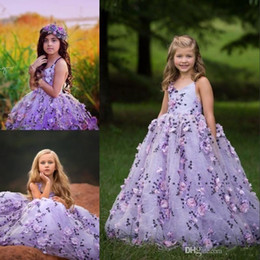 Discount modest christmas wedding dresses - 2019 Modest Fluffy Flower Girl Dresses With 3D Floral Applique V-Neck Lace-Up Backless Girls Birthday Dress Lovely Girls