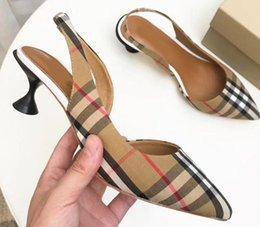 Soft SandalS for ladieS online shopping - Top Italy fashion women shoes Slides sandals lady wedge sandals for women letter sandals classic woman beach shoes