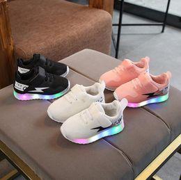 $enCountryForm.capitalKeyWord Australia - NEW Fashion Childrens Luminous Shoes Stars Print Girls Flat Shoes Luminous Non-slip Wear-resistant Childrens Shoes Best quality 6302