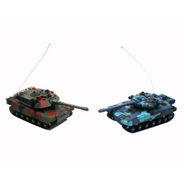 $enCountryForm.capitalKeyWord Australia - HOT CRAZON 2pcs Simulation Radio Remote Control Infrared Battle Tank Models RC Automatic Vehicle Toys Car for Children Boy Gift