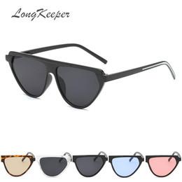 eda9d44398370 LongKeeeper bonito sexy retro cat eye sunglasses mulheres pequeno preto  branco 2019 triângulo vintage barato óculos de sol rosa feminino uv400