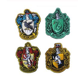 patches badges NZ - Hogwarts Ravenclaw Gryffindor Hufflepuff Slytherin Robe Paste Cosplay School Badge Embroidery Patch Icon