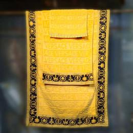 Großhandel 3PCS Luxus Barock Badetuch Set mit Medusa Designern Drucke Strandtuch aus 100% Baumwolle Ägyptens verdicken Passende gleichen Entwurf Bademäntel