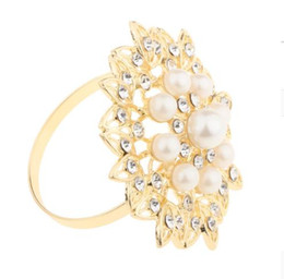 round napkin holder NZ - Flower Pearl Napkin Ring Diamond Napkin Holder Rhinestone Round Buckle Hotel Wedding Party Circle Decoration