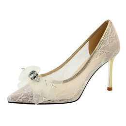 961e4bab 8.5 cm estilo de china mujeres de malla linda bowtie zapatos de encaje de  tacón alto fiesta sexy zapatos de boda bombas zapatos de vestir de señora  2019 ...