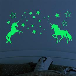 venda por atacado Criança Etiqueta Dos Desenhos Animados Crianças Nightlight Unicórnio Brilho Noite Adesivos Crianças Exquisite Carving Estrelas Cavalo Padrão Fluorescente Paster 6lf L1