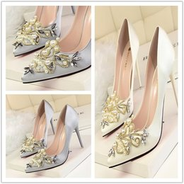 Ivory Luxury Wedding Shoes Crystal Bead Pearl Bead Pointed Pumps 10 cm High  Heel Women Fashion Shoes Free Shipping 94ee338a5c21