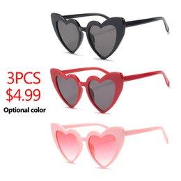 3ee03b9488 3 unids / lote Pink Heart Shaped Sunglasses Mujeres de Gran Tamaño 2018  Color Caramelo Blanco Partido Rojo Barato Gafas de Sol mujer uv400