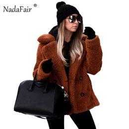 Ingrosso Nadafair plus size in pile giacca di pelliccia faux inverno donne tasche cappotto di peluche femminile morbido peluche soprabito veste fourrure T5190612