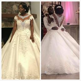 Großhandel Spitze Kristalle Perlen Plus Größe 2019 Arabisch Brautkleider Flügelärmeln Sheer Neck Brautkleider Sexy Brautkleider