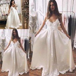 Venta al por mayor de Vantage A Line Vestidos de novia Sheer V cuello Apliques de encaje Satin Sexy Sweep Train Vestidos de novia