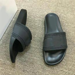 Großhandel Versace 2019 neue europa marke mode kopf logo design herren hausschuhe sandalen schwarz kausal rutschfeste sommer huaraches flip flops slipper BESTE QUALITÄT