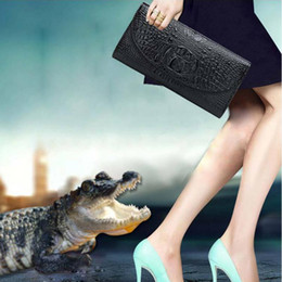 Genuine Leather Snakeskin NZ - Fashion Woman Genuine Leather Crocodile Texture Day Clutches Solid Color Lady Travel Chain Cow Leather Shoulder Messenger Bag