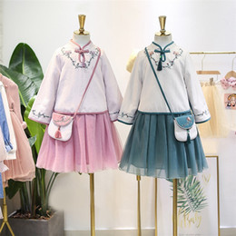 $enCountryForm.capitalKeyWord Australia - Fall girls cotton linen princess outfits national style kids floral embroidery tassel cheongsam collar tops+lace tulle skirt 2pcs sets F9143