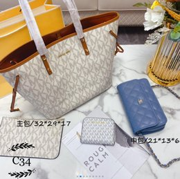 Discount candy acrylic beads 2020 new all-match hot ladies three-piece suit new fashion exquisite women's backpack handbag lady crossbody bag la