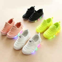 $enCountryForm.capitalKeyWord Australia - NEW Fashion Childrens Luminous Shoes Stars Print Girls Flat Shoes Luminous Non-slip Wear-resistant Childrens Shoes Best quality C-8