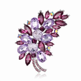 rhinestone feather brooches 2020 - New style multicolor Feather Brooch Fashion Pink Brooch neckline accessories holding flower accessories cheap rhinestone