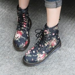 Cowboy Boots For Australia - COOTE ILI Plus Size Fashion Autumn Beautiful Flower Shoes Woman Lace-Up Motorcycle Cow Muscle Cowboy Flat Ankle Boots For Women
