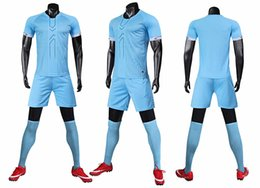 Wholesale short sleeves suits for men resale online – A new summer sports suit for men with round neck and short sleeves