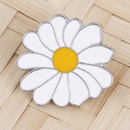 $enCountryForm.capitalKeyWord NZ - Small Daisy Dripping Oil Alloy Brooch Concise Beach Style Brooches Silk Scarf Buckle New Clothes And Ornaments
