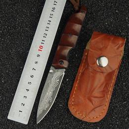 Ingrosso Lama di sopravvivenza esterna in acciaio di Damasco coltello pieghevole manico in legno campeggio tattico coltello da caccia EDC multi-strumento coltello da tasca strumento di pesca