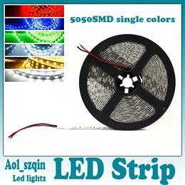 Top qualité 5050 smd led bande lumière unique couleur pur froid chaud blanc rouge vert bleu jaune non imperméable 300leds 5m / bobine en Solde