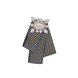 designer brooches UK - Creative Irregular bow stripe stripe brooch bow tie designer Gem rhinestone suit badge collar fashion brooches pin unisex jewelry accessorie