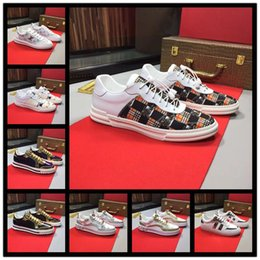 cloth painting designs 2019 - Wholesale traditional brand luxury casual shoes, embroidered letters, cosmos, bees, wolf heads mens design shoes cheap c