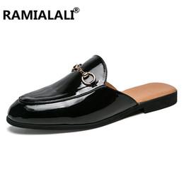 Ingrosso Sandali di cuoio di modo di estate dei nuovi di vibrazione degli uomini di marca di Ramialali 2019 Nuovi sandali della spiaggia Scarpe degli uomini