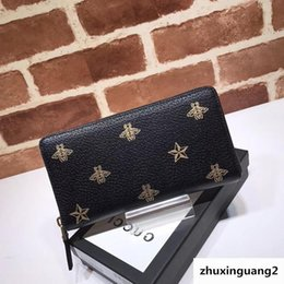 $enCountryForm.capitalKeyWord Australia - Top Quality Luxury Celebrity Design Letter Printing Bee Star Two Fold Wallet Long Purse Cowhide Leather 495062 Clutch