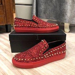 Vente en gros Luxe chaussures fond rouge bas top plat des hommes et des femmes chaussures strass rivets à ongles occasionnels chaussures de sport en cuir de marque ms877805