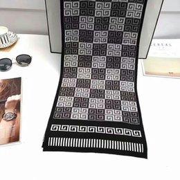911ad2f46610 Mode foulard de luxe hommes Echarpes mode hiver design de marque de luxe  foulard hommes Echarpe en cachemire tricoté noir brun sans boîte 221