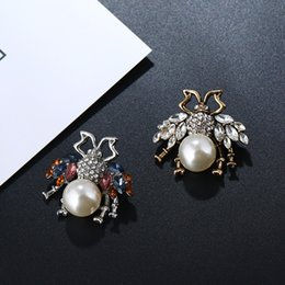 Women Costume Jewelry UK - New Designer Brooches Lovely Bee Pins Crystals Pearls Pins Accessories For Women Mmens Clothes Costume Brooches Trendy Jewelry Lover Gift