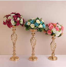 China 10pcs Gold Flower Vases Candle Holders Party Candlestick Candelabra Stand Wedding Decor Road Lead Table Centerpiece Rack Pillar suppliers