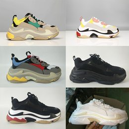 Men Women Casual Shoes Fashion Luxury Brands Designer Sneakers Paris 17FW  Triple-S Dad Shoe Embroidered Schuhe Thick Platform 8 Layer Sole bb59fdd4f56f