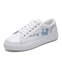 lace tennis shoes Canada - Fashion White Sneakers Flats Women Canvas Shoes 2019 Autumn Winter Lace-up Flower Casual Ladies Shoes Woman Tennis Feminino