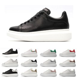 Discount comfortable casual shoes for women Fashion Designer 3M reflective white black leather casual shoes for girl women men pink gold red fashion comfortable fla